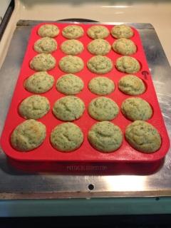 grazia silicone mini muffin pan mini muffins | maegal.blogspot.com
